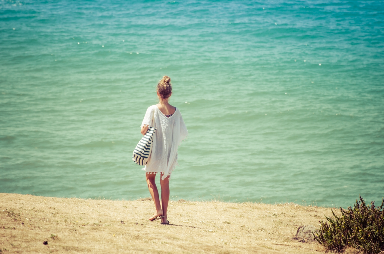 Girl-walking-to-beach-2